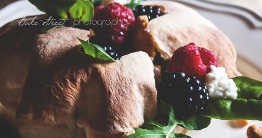 Puff con ensalada de frutos silvestres