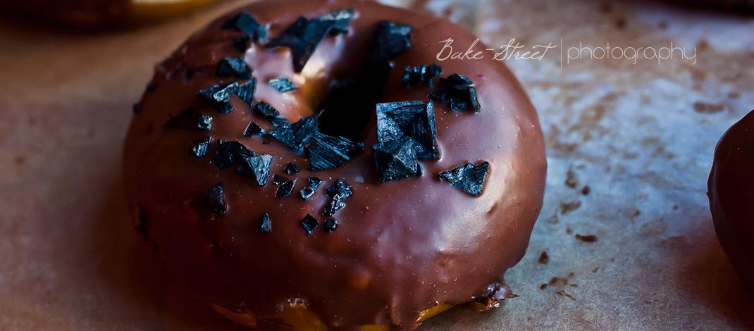 Bretzels-donuts con cobertura de chocolate