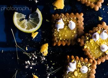 Galletas de lemon curd y cardamomo con merengue