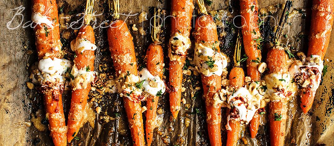 Zanahorias asadas con salsa de miel, especias y harissa