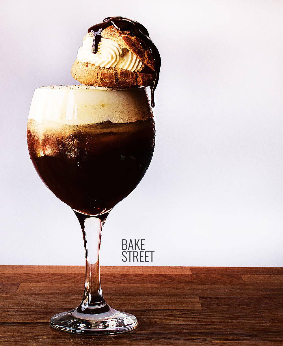 Café Irlandés frío con petit choux de nata