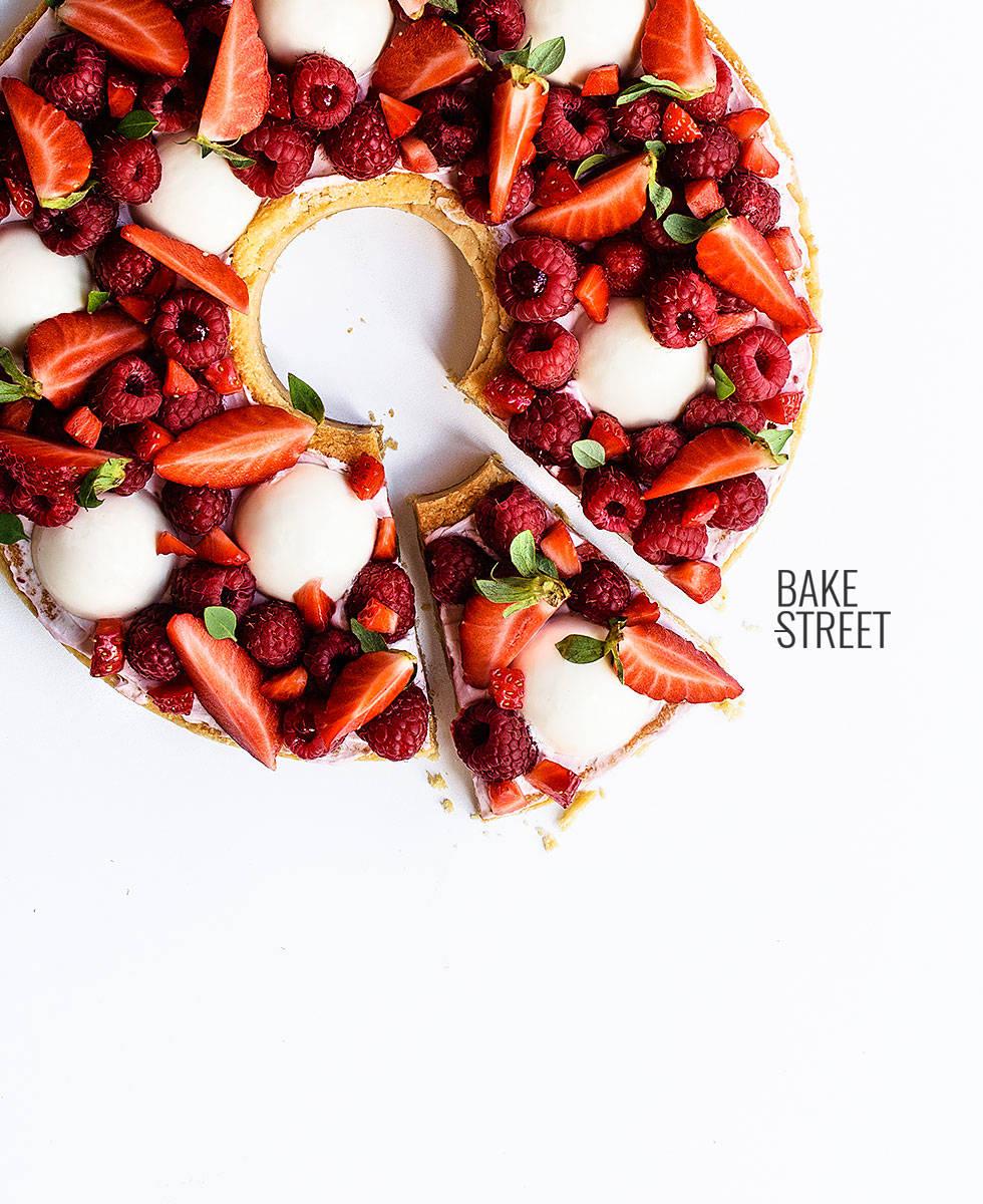 Tarta de frambuesa, fresa y crema de almendra