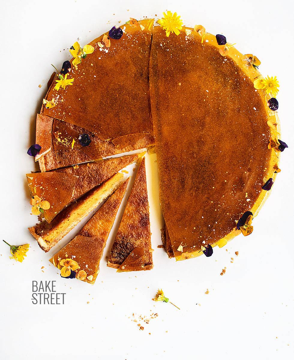 Tarta de yema, naranja y caramelo