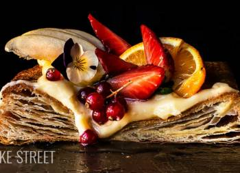 Puff pastry tart with fruits