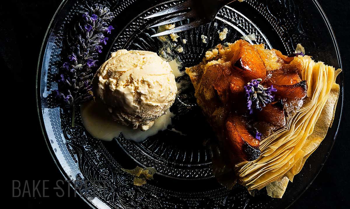 Almond cream and apricot tart