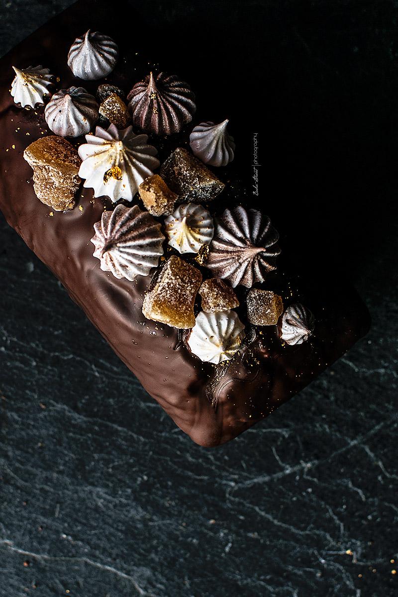 Bizcocho de chocolate y plátano con cobertura