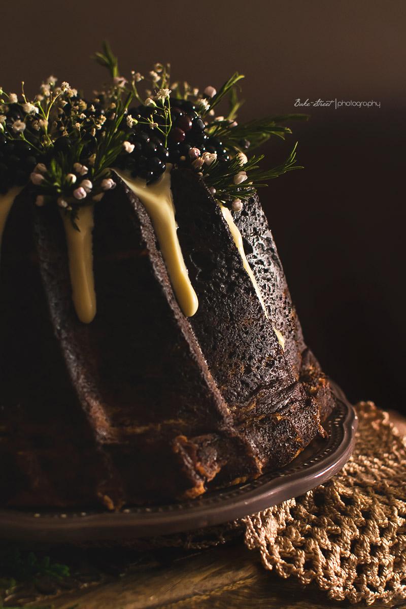 Bundt Cake de moras y chocolate blanco